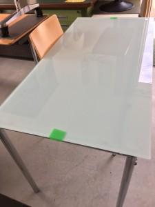 ガラステーブル1