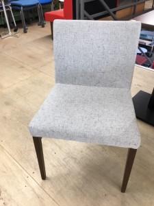 グレー椅子1